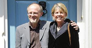La psicóloga infantil Patricia Rashbrook y su marido, John Farrant. (Foto: AP)