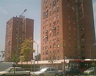 Bloques de viviendas en la avenida del General Urrutia. (Foto. I.R.)