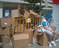 De las mochilas a la venta, sólo quedaron las cajas que las contenían. (Foto: I.R.)