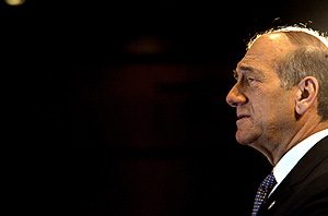 Ehud Olmert en la rueda de prensa. (Foto: AFP)