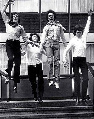 De izda. a dcha., Roger Waters, Nick Mason, Syd Barrett y Richard Wright, en una imagen de 1967. (Foto: AP)