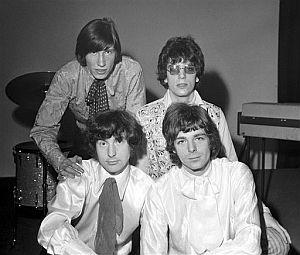 Syd Barrett (arriba, derecha), junto a los otros miembros de la banda: Roger Waters (arriba izda.), Nick Mason (izda.) y Rick Wright, en una imagen de 1967. (Foto: AP)