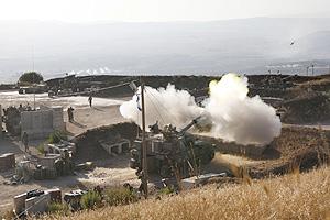 La artillería israelí dispara a través de la frontera entre Israel y el Líbano. (Foto: EFE)