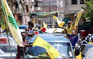 Jóvenes libaneses celebran el secuestro de los israelíes. (Foto: AFP)
