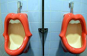 Imagen de los polémicos urinarios. (Foto: EFE)