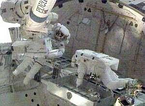Los astronautas, haciendo 'prácticas' de reparaciones. (Foto: NASA)