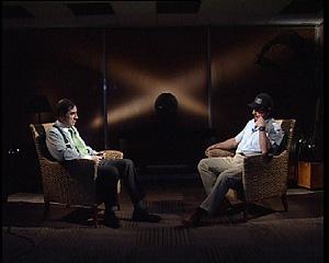 Pedro J. Ramírez y el ex etarra Juan Manuel Soares Gamboa durante su cara a cara. (Foto: EL MUNDO TV)