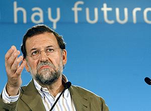 Mariano Rajoy durante su charla en Santander. (Foto: EFE)