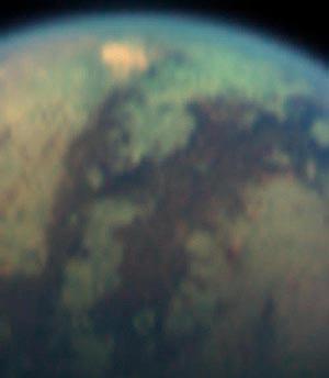 La mancha muestra una de las características nubes de metano sobre Titán. (Foto: NASA)