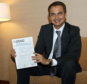 Zapatero, que ha suspendido en la última encuesta, este jueves, en el Palau de la Generalitat. (Foto: AFP)