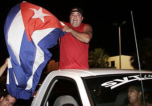 Cubanos residentes en Miami celebran la noticia. (Foto: EFE)