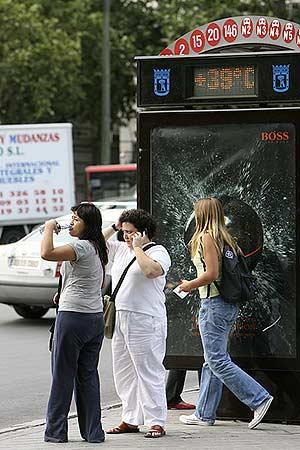Un termómetro en Madrid marca los 39. (Foto: J Aymá)