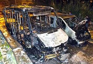 Minibús quemado el sábado en San Sebastián. (Foto: EFE)