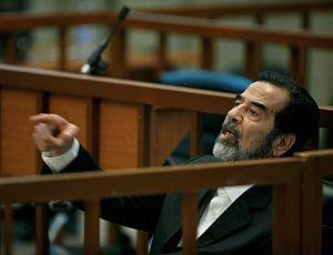 Sadam Husein, en un momento del juicio. (Foto: EFE)