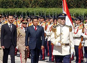 Bachar al Asad junto a Hugo Chávez en el palacio presidencial en Damasco. (Foto: AP)