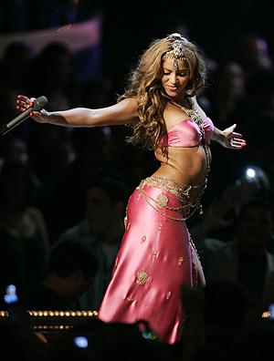 Shakira animó a los asistentes con su canción 'Hips don´t lie'. (Foto: AP)