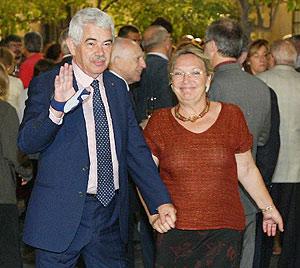 Diana Garrigosa, junto a Maragall, después del referéndum sobre el EStatut. (Foto: D. Umbert)
