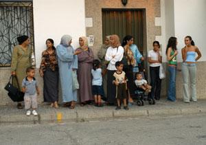 Vecinos musulmanes de Talayuela, en 2003. (Foto: Bernardo Díaz)