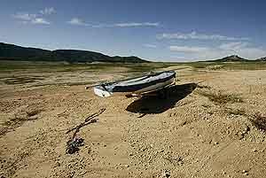 El pantano de Entrepeñas, en la cabecera del Tajo. (Foto: AFP)
