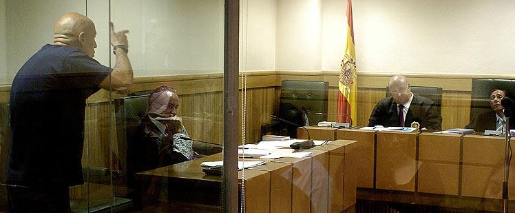 Bilbao, apuntando al juez como si tuviera un arma. (Foto: EFE)