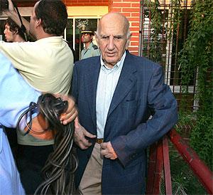 Victoriano Rodríguez en la puerta de Alhaurín. (Foto: EFE)