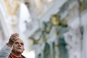Benedicto XVI se dirige a las personas congregadas en la catedral de Freising. (Foto: EFE)