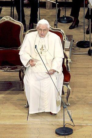 Benedicto XVI durante la lectura del discurso. (Foto: EFE)