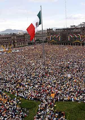 Imagen del Zócalo de la capital durante la Convención Nacional Democrática. (Foto: AP)