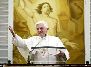 El Papa, durante el rezo del Angelus. (Foto: EFE)