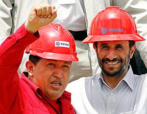 Mahmud Ahmadineyad, con el presidente venezolano, Hugo Chávez. (Foto: REUTERS)