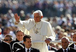 El Papa, en la plaza de San Pedro, antes de su audiencia semanal. (Foto: AFP)