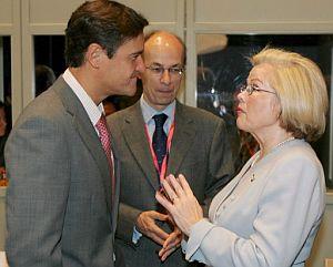 López Aguilar, junto al coordinador europeo de la lucha antiterrorista, y la ministra de justicia finlandesa. (EFE)