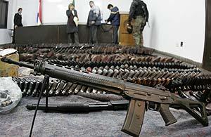 Vista de un lote de armas. (Foto: EFE)