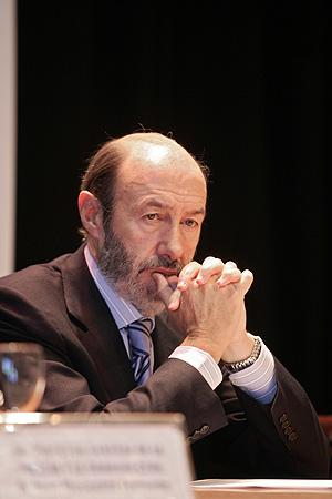 Alfredo Pérez Rubalcaba en el acto de entrega de medallas. (Foto: Javi Martínez)