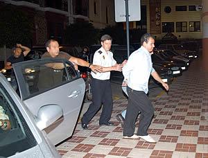El detenido es trasladado a la comisaría de la Policía Nacional de Ceuta. (Foto: EFE)