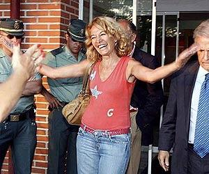 Isabel García Marcos, al salir de la cárcel, el pasado día 13. (Foto: Jesús Domínguez)