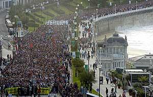 Vista aérea de la manifestación de San Sebastián. (Foto: EFE)