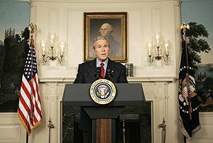 El presidente Bush durante la conferencia desde la Casa Blanca. (Foto: AP)