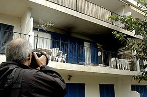 El balcón del apartamento en Calonge donde ocurrieron los hechos. (Foto: EFE)