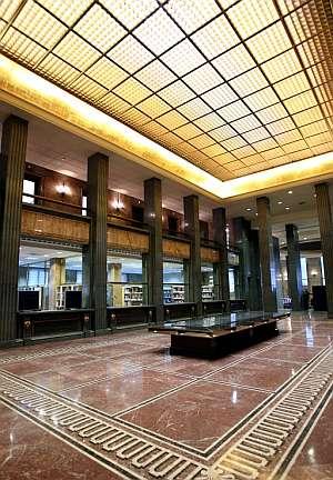 Biblioteca de la nueva sede. (Foto: EFE)