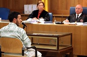 Lahcen Ikassrien durante el juicio. (Foto: EFE)