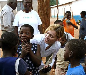 Madonna, durante su reciente visita a un orfanato en Malawi. (Foto: AP)