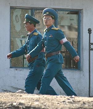 Soldado norcoreanos en una zon a fronteriza cerca de Sinuiju. (Foto: REUTERS)