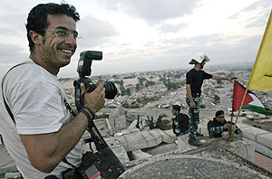 Emilio Morenatti en uno de los asentamientos israelíes desmantelados en Gaza, en septiembre de 2005. (Foto: AFP)