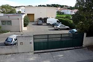 Vista general de la fábrica donde fueron robadas las pistolas. (Foto: EFE)