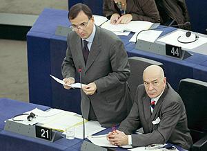 Franco Frattini durante su intervención. (Foto: EFE)