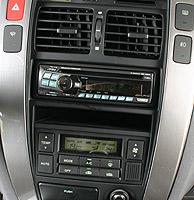 Frontal de la radio de un coche. (Foto: Ramón rodríguez)