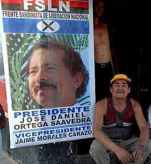 Simpatizantes del líder sandinista, Daniel Ortega, en la ciudad de Jinotepe. (Foto: EFE)