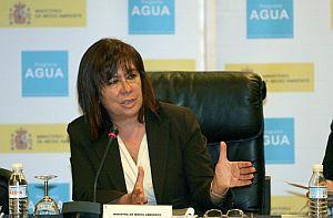 Cristina Narbona presidió la reunión del pleno del Consejo Nacional del Agua. (Foto: EFE)