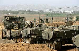 Tanques israelíes entrando en la Franja de Gaza. (Foto: AFP)